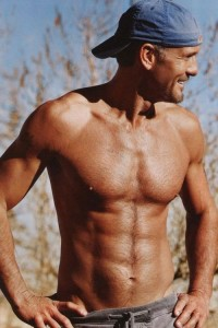tim-mcgraw-shirtless